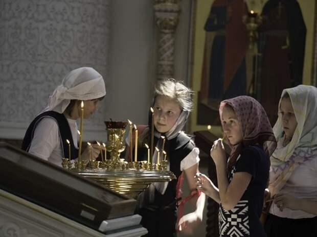 Из Среднеуральского монастыря изъяли вино, икру и рыбу