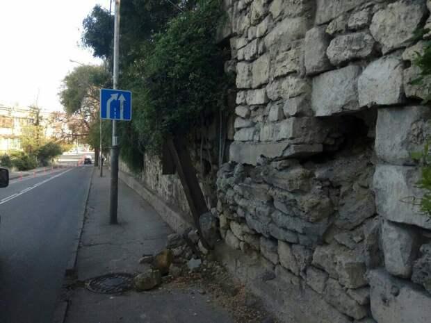 Власти Севастополя 10 лет не ремонтируют смертельно опасную подпорную стену
