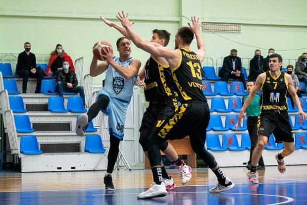 Ижевские «Купол-Родники» проиграли на Сахалине баскетболистам «Востока-65»