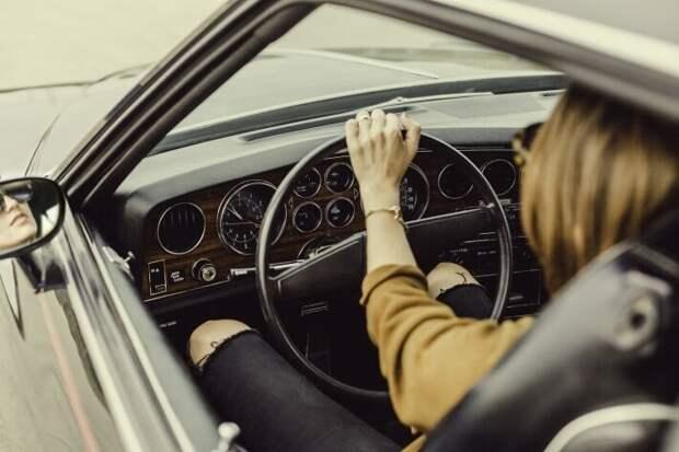 Автоэксперты рассказали, почему женщины тратят на обслуживание авто больше мужчин