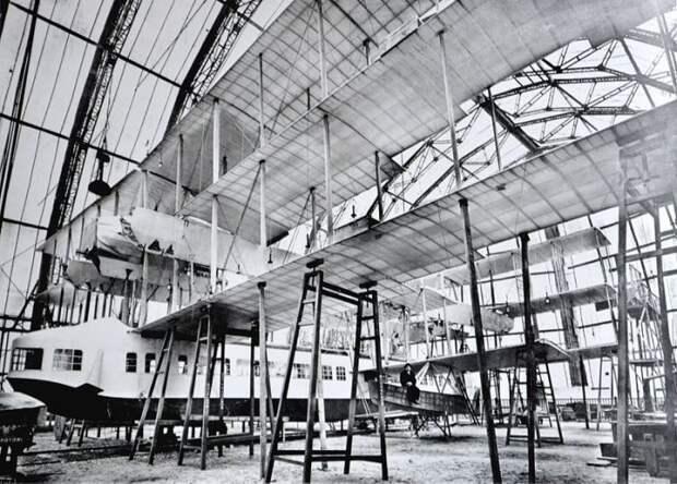 Летающая лодка Caproni Ca.60 Noviplano в ангаре. | Фото: en.wikipedia.org.