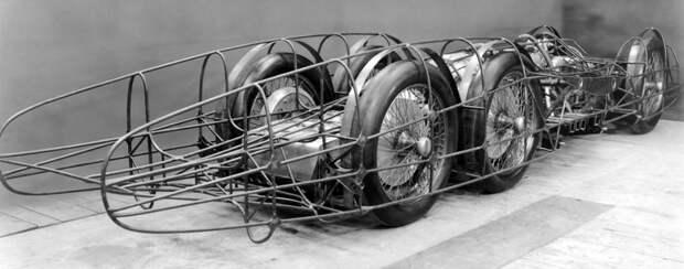 Порше с честью справился с заданием. В сотрудничестве с авиационными инженерами он спроектировал Mercedes-Benz T80 – трехосное 8-метровое авто весом 2,7 тонны с алюминиевым кузовом. mercedes, mercedes-benz, Фердинанд Порше, авто, гоночный автомобиль, интересно, рекогд скорости, факты