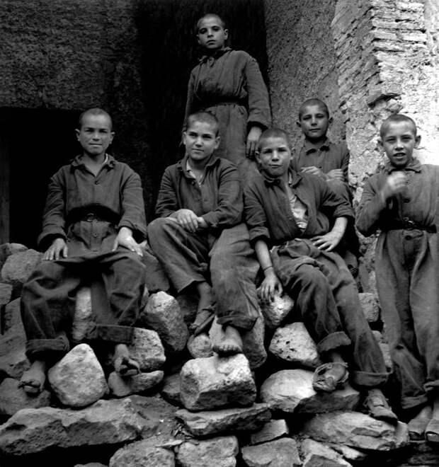 Италия, Неаполь, 1948 год - Подростки из исправительной колонии для несовершеннолетних