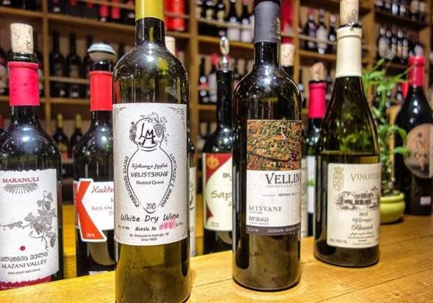 Сухие и полусухие вина - лучший выбор для бюджетного сегмента, поскольку их себестоимость дешевле, чем у сладких и полусладких / Фото: fb.ru
