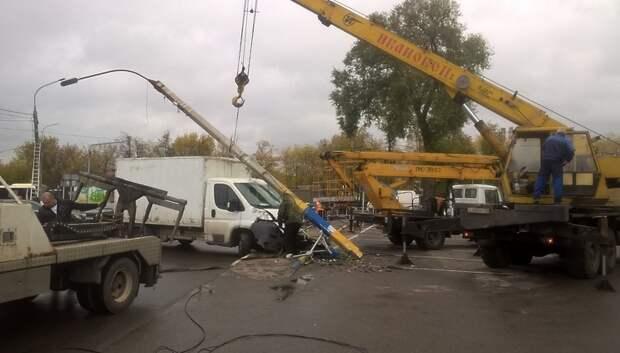 Сбитый грузовиком столб электропередачи демонтировали в Подольске