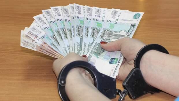 Суд избрал меру пресечения для вымогавших 12 млн рублей московских полицейских