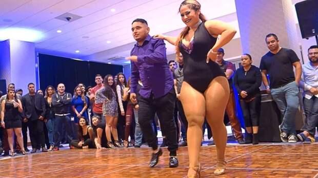 Девушка с пышными формами покорила всех своим захватывающим выступлением…