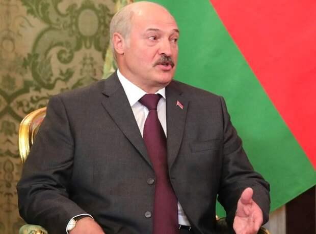 Лукашенко объяснил отказ пускать в страну главу белорусских католиков