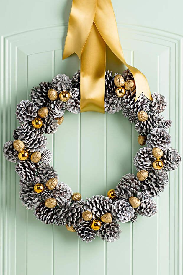21 праздничная идея новогоднего украшения шишками