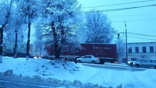 Фура перекрыла въезд в центр Подольска в среду утром