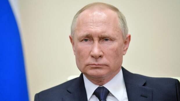 Хазин заявил о существовании команды, которая в России пытается сместить Путина