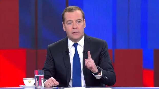 Медведев посоветовал США прийти к откровенному диалогу с РФ
