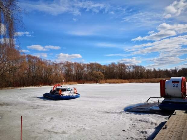 Спасатели ПСС «Серебряный Бор» помогли провалившемуся под лед мужчине
