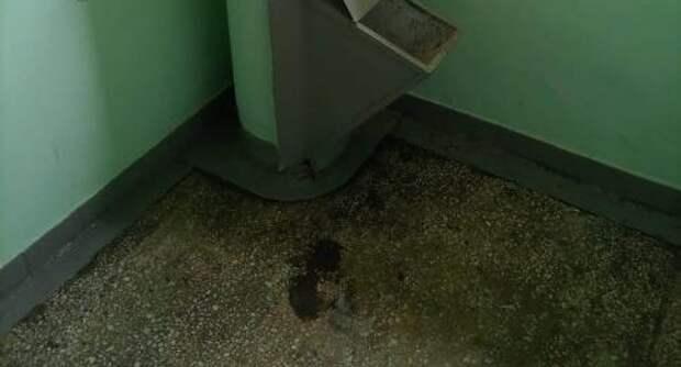 В доме на Абрамцевской прочистили мусоропровод по просьбе жителей