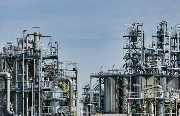 Стоимость нефти Brent впервые с апреля опустилась ниже 70 долларов за баррель