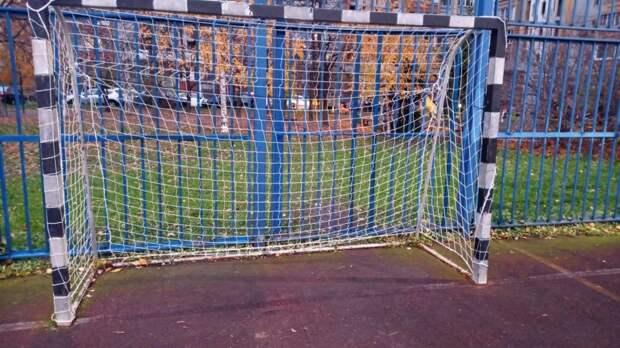 Забор спортплощадки на Нансена починили – «Жилищник»
