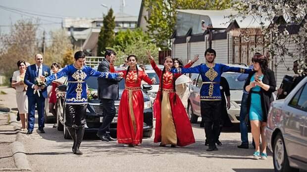 Переехавший в Россию американец после праздника армянской свадьбы рассказал, что его поразило