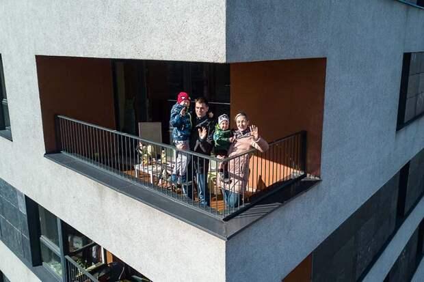 Фотограф из Литвы с помощью дрона подсмотрел, чем занимаются люди на карантине