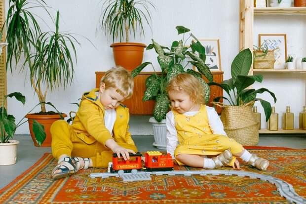 Семейный отдых: во что поиграть с детьми дома