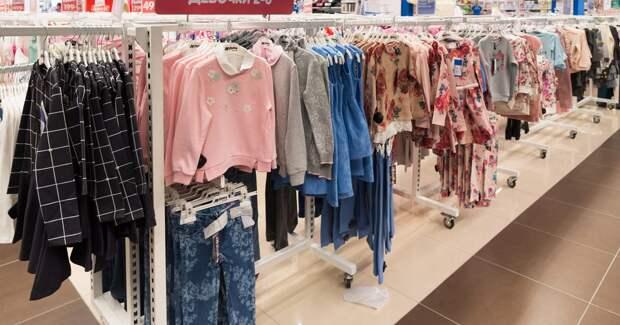 Подготовка к школе вернула спрос на офлайн-ритейл одежды