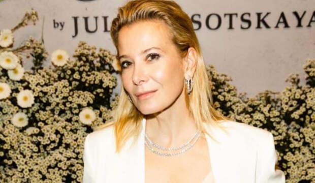 Юлия Высоцкая призналась, что жалеет о несделанных уколах красоты