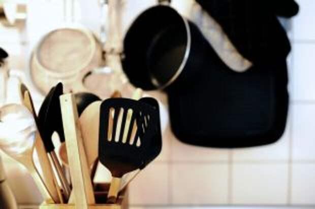 Что на кухне нужно обязательно вовремя менять: 9 предметов
