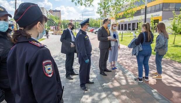 Жителям Подольска в ходе рейда напомнили о необходимости носить маски