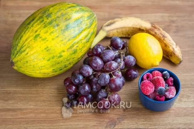 Ингредиенты для фруктового смузи из дыни в блендере