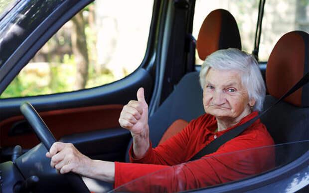 85-летняя старушка гоняла по деревне на Рено со скоростью 160 км/ч
