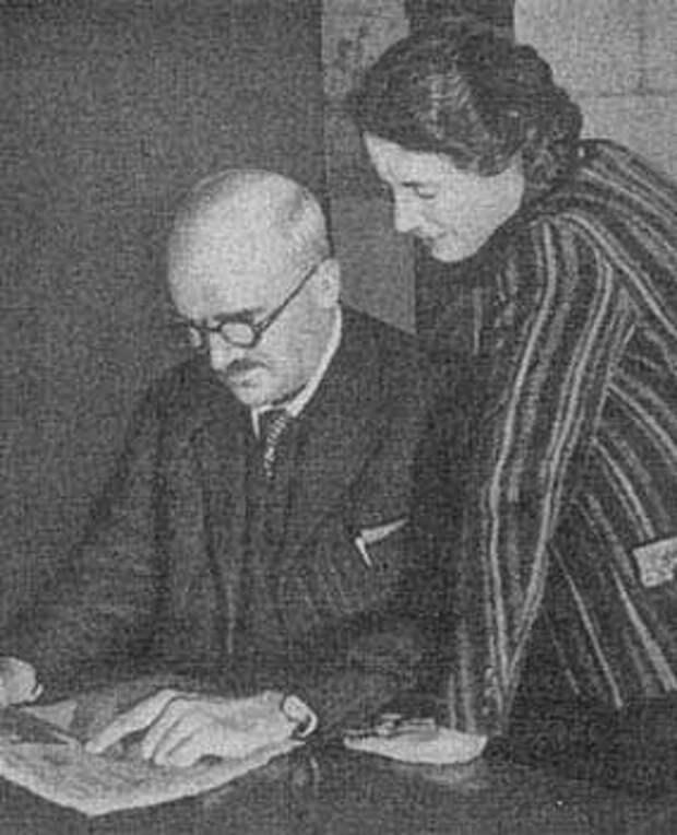 Джон Бёрнон Сандерсон Холдейн (с женой Шарлоттой)