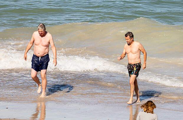 Как обычная семья: кронпринц Дании Фредерик и принцесса Мэри на пляже Скагена