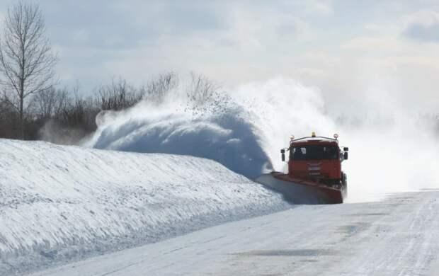 Снегоуборочная техника застряла в заносах на «Тавриде»