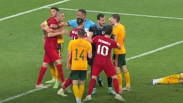 Евро-2020: на матче сборных Турции и Уэльса вспыхнула драка прямо на поле
