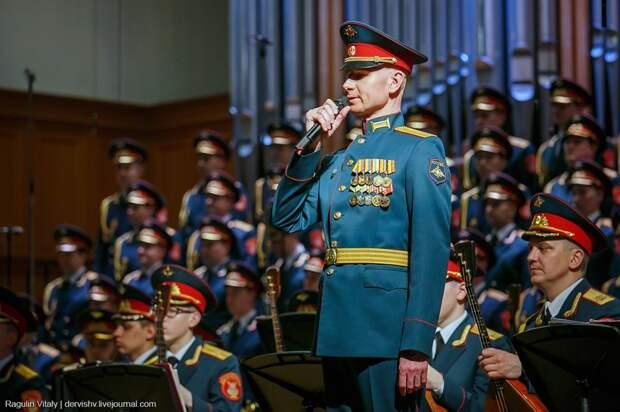 «Мы служим великой песне, которая объясняет, кто мы, какие мы и откуда в нашем народе берётся великое чувство патриотизма, без которого невозможно защищать Родину»