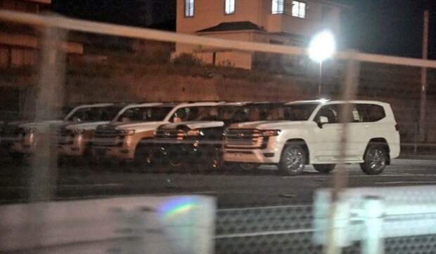 В сеть попали фото серийного Toyota Land Cruiser 300