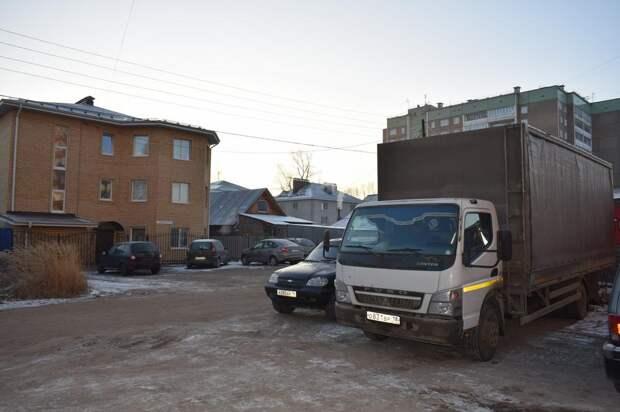 Предпринимателя в Ижевске обязали ликвидировать «увеличившуюся» автопарковку