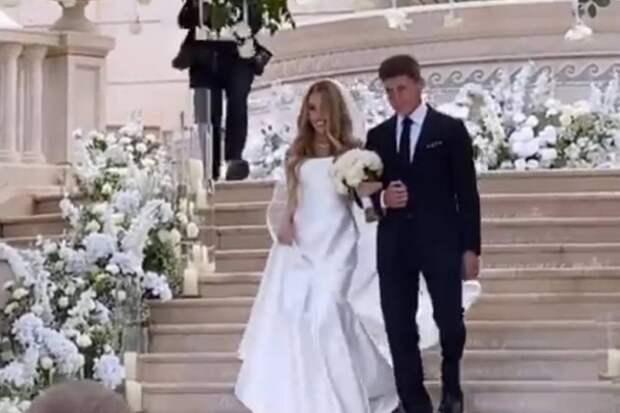 В сети появились фотографии со свадьбы сына Олега Кожемяко