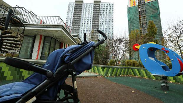 Пьяный отец оставил коляску с ребенком на улице в Петербурге