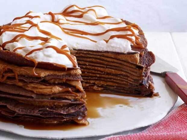 Пальчики оближете: рецепт идеального шоколадного блинного торта с творожным кремом