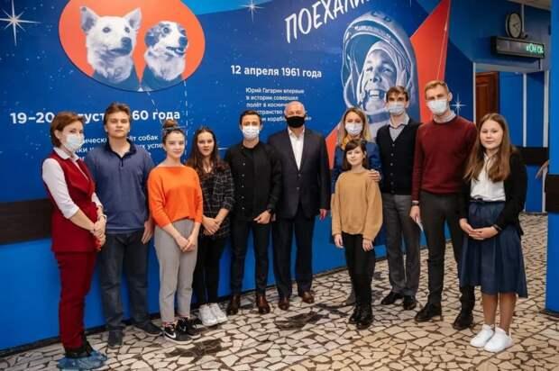 Школьники Москвы вышли на прямую связь с космосом. фото - Руслан Альтимиров