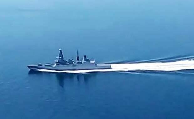 """На фото: эсминец Великобритании """"Дефендер"""", нарушивший государственную границу РФ и вошел в территориальное море в районе мыса Фиолент, углубившись на три километра."""