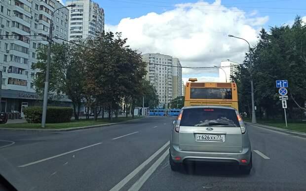 Светофоры на перекрёстке улиц Героев Панфиловцев и Туристской проверят — ЦОДД
