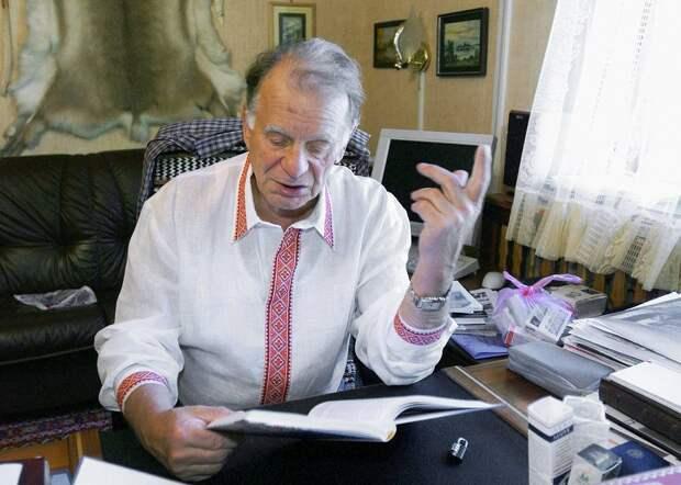 В кабинете загородного дома, 2005 год Юрий Белинский/ТАСС