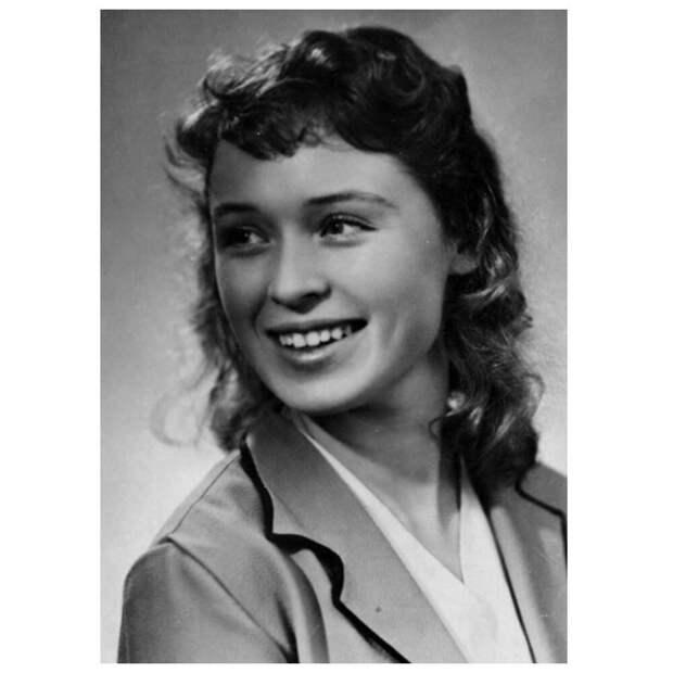 Одна из самых талантливых советских актрис Валентина Хмара ушла в 51 год, одинокая и всеми забытая
