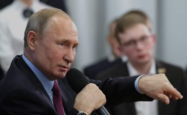 Путин предложил распространить на всю Россию налог для самозанятых