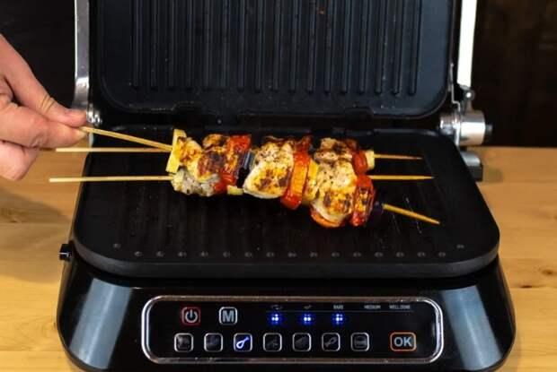 Электрогриль - удобный вариант для приготовления различных мясных блюд / Фото: i.mycdn.me