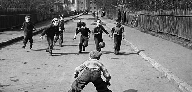 Дворовый футбол фото с Яндекса