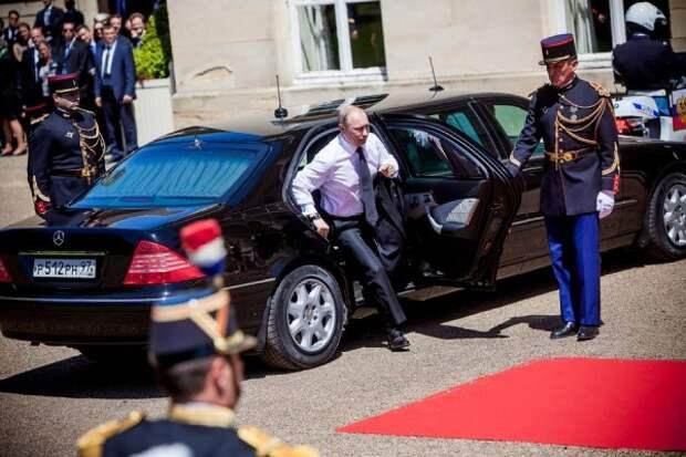 «Кортеж» Путина «порвал» бронелимузин Трампа