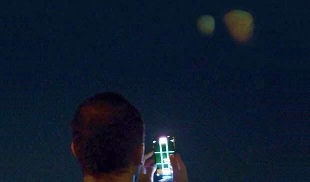 Две огромные «планеты» возникли в небе над Дубаем