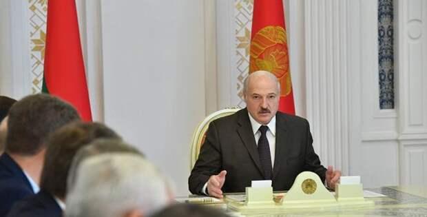 Лукашенко заявил, что знает, кто хочет привести Белоруссию кМайдану